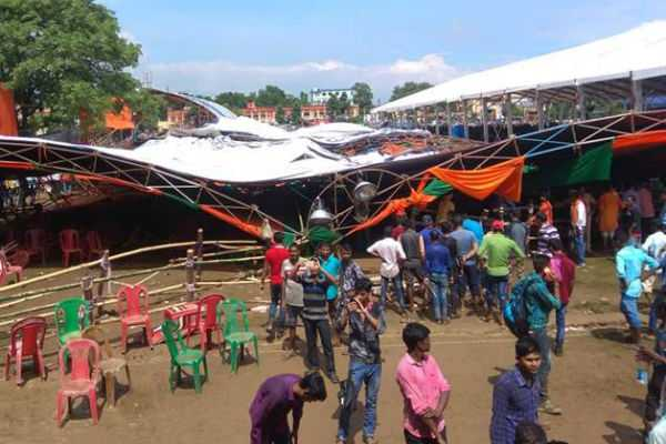canopy-collapses-at-modi-s-bengal-rally-many-injured