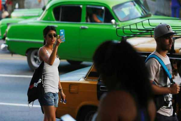 communist-run-cuba-starts-rolling-out-internet-on-mobile-phones