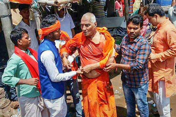 activist-swami-agnivesh-attacked-allegedly-by-bjp-workers-in-jharkhand