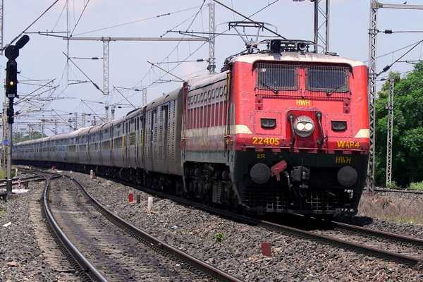 cosmetics-small-gadgets-to-be-sold-on-express-trains