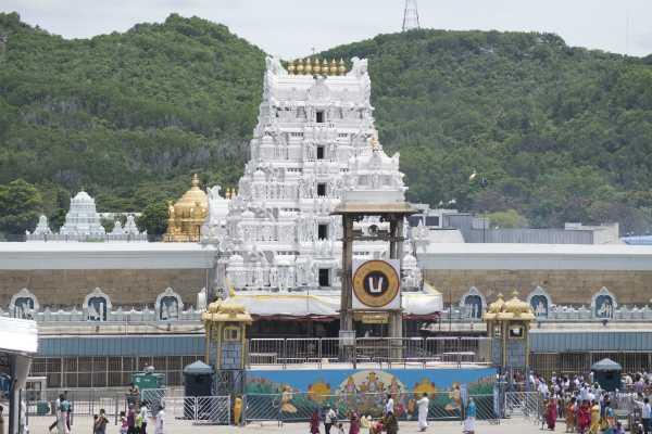 tirupati-devasthanam-revokes-decision-will-allow-darshan
