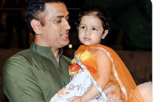 ziva-dhoni-dancing-video-goes-viral