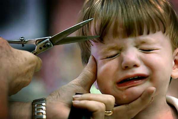 school-teacher-cut-student-hair-in-maharastra
