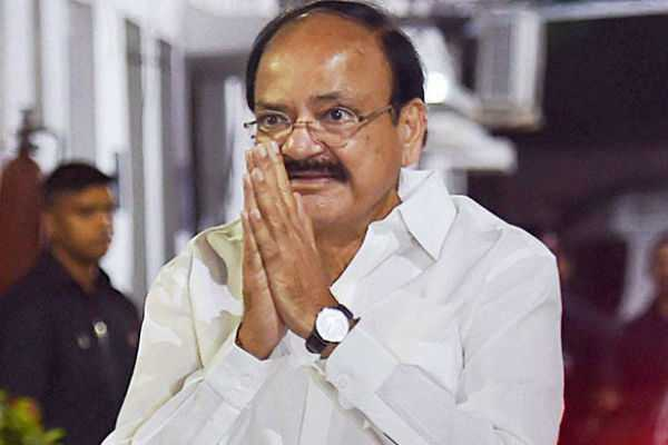 venkaiah-naidu-reaches-chennai-to-visit-cauvery-hospital