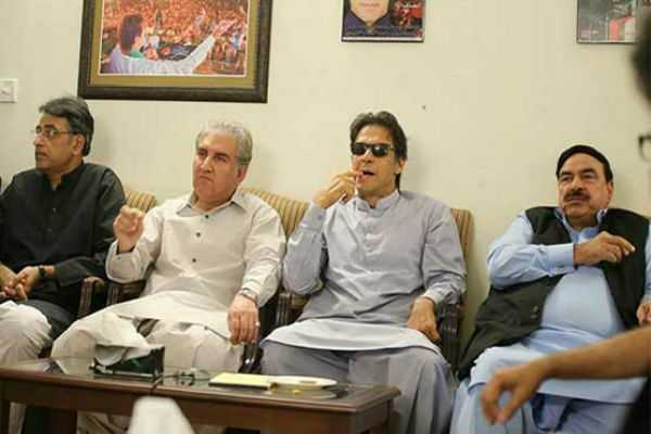 khan-in-talks-to-form-new-pakistan-government