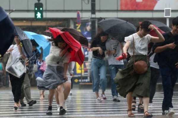 typhoon-jongdari-hits-japan