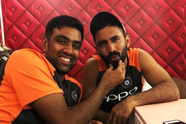 dinesh-karthik-encourages-ashwin-in-tamil