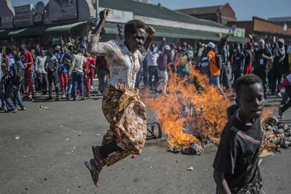 zimbabwe-election-3-dead-in-violent-harare-protests-as-security-forces-battle-demonstrators-after-zanu-pf-win-in-parliament-vote