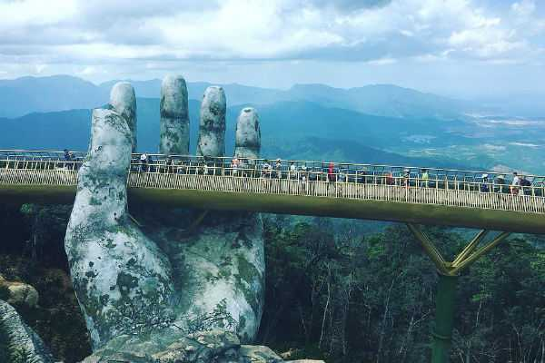 viral-vietnam-s-golden-bridge-is-in-the-hands-of-the-gods