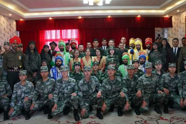 indian-chinese-army-personnel-meet-at-the-border
