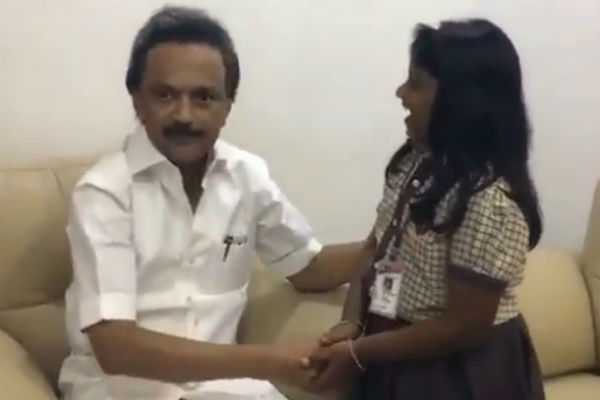 m-k-stalin-met-the-girl-who-wrote-letter-to-karunanidhi