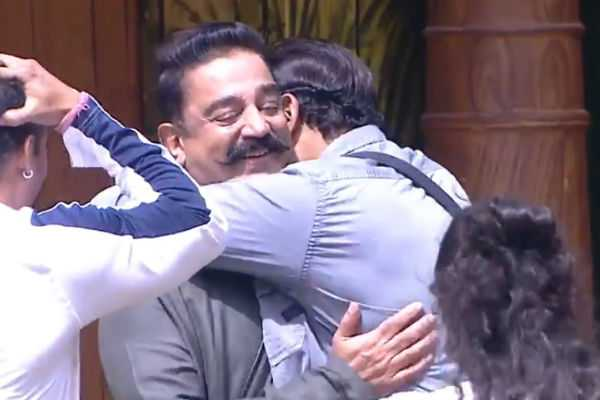kamal-enters-bigboss-house