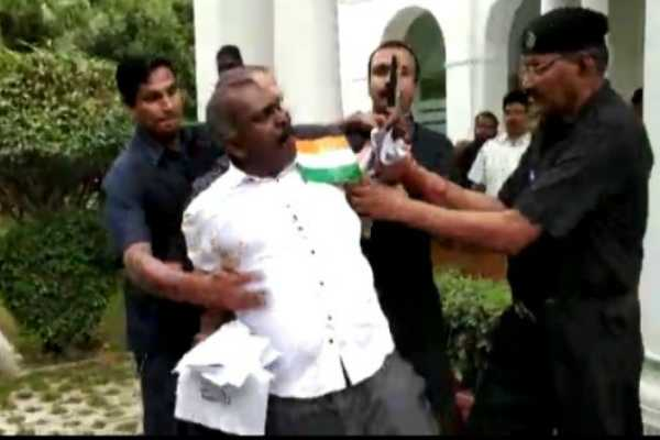 knife-wielding-man-charges-to-kerala-cm-vijayan-s-room-arrested