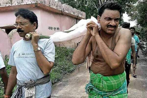 odisha-mla-performs-last-rites-of-destitute-woman