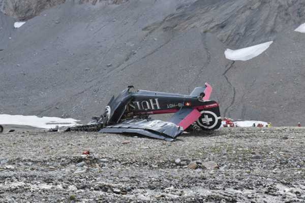flight-crashes-straight-into-ground-20-dead