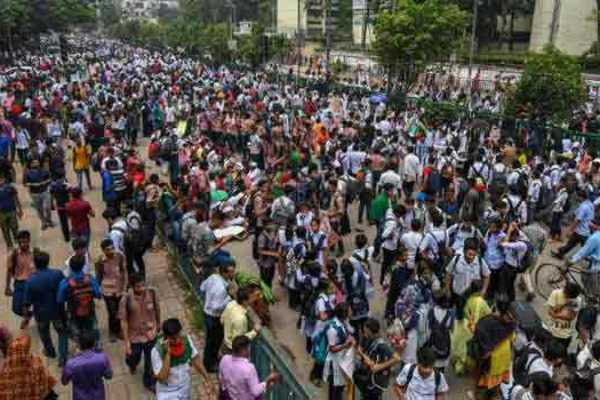 115-injured-internet-services-suspended-in-bangladesh