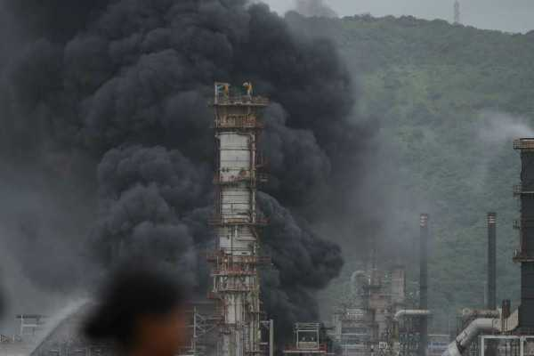 heavy-fire-breaks-in-mumbai-petroleum-plant