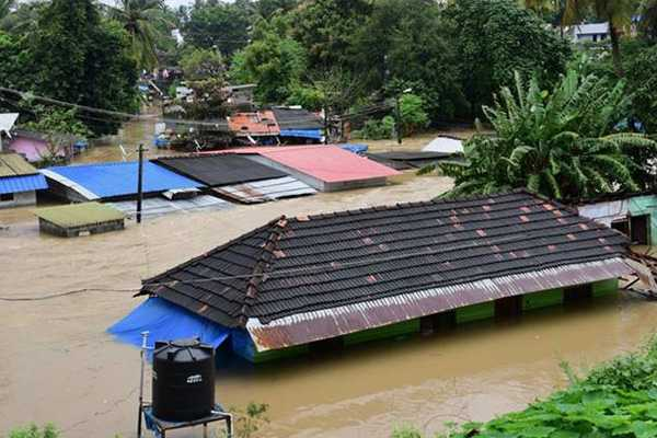 karnataka-cm-had-vowed-to-give-rs-10-crores-for-kerala-relief