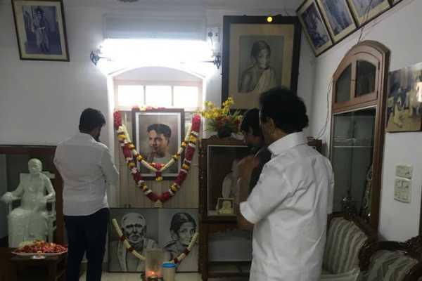 karthi-visits-gopala-puram-to-pay-his-respect-to-kalaignar