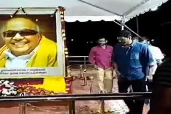 actor-vijay-pays-tribute-at-karunanidhi