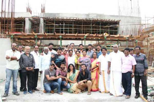 nadigar-sangam-donates-fund-for-kerala-floods