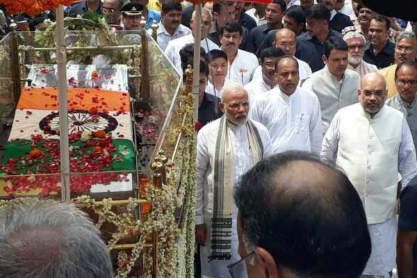 vajpayee-s-final-journey-pm-modi-amit-shah-walk-along-with-carriage