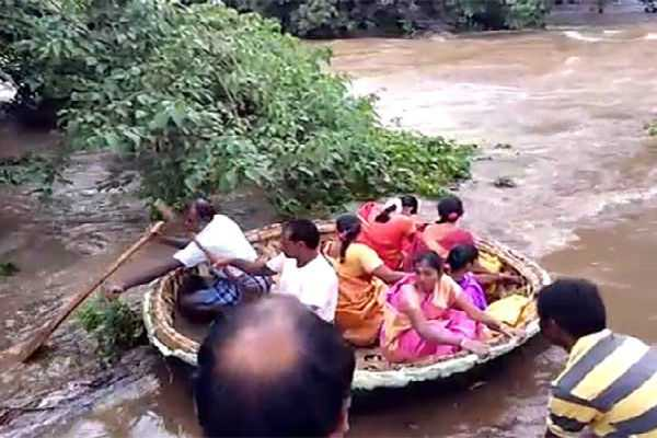 bride-takes-a-courageous-ride-for-her-own-marriage-through-floods-in-nilgiri-hills