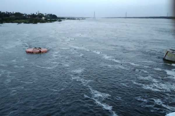 4-years-baby-fell-into-namakkal-cauvery-river