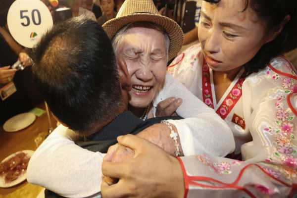 separated-korean-families-have-2nd-day-of-emotional-reunions