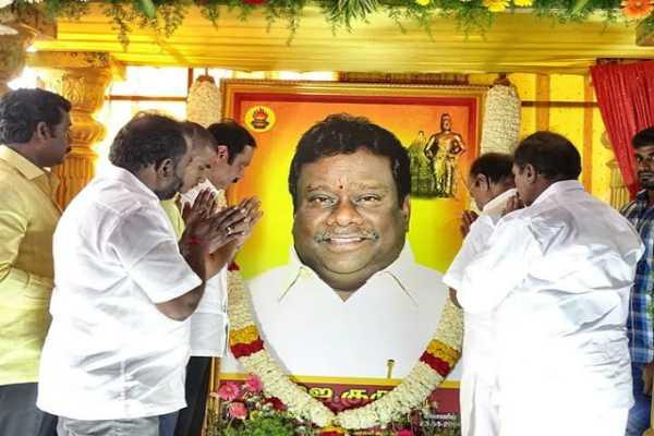 pmk-under-fire-for-kaaduvetti-guru-memorial-fund
