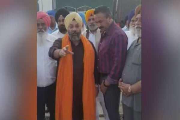 akali-dal-leader-manjeet-singh-attacked-outside-gurudwara-in-us