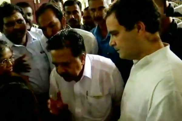 congress-chief-visits-flood-relief-camps