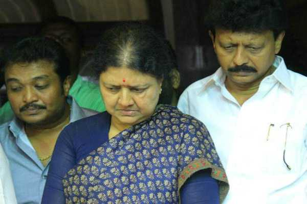 edappadi-palanisamy-teaming-up-for-admk-without-masters