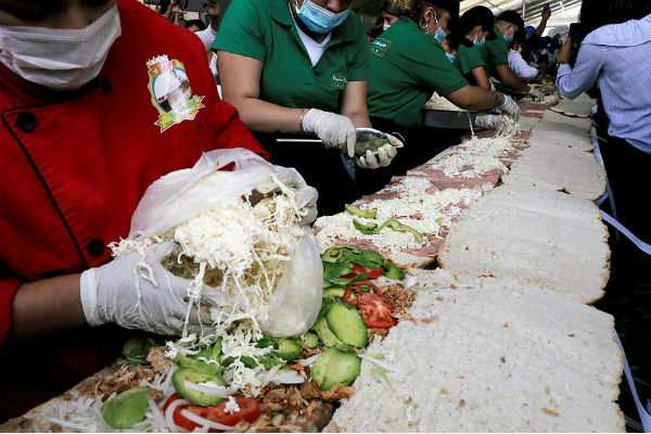 largest-sandwich-made-in-mexico