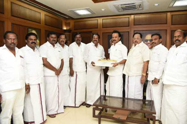 mullai-venthan-karuppasamy-pandian-are-joined-with-dmk