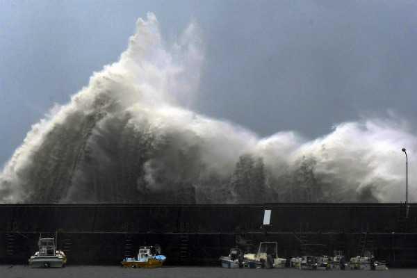 cyclone-jebi-makes-landfall-in-japan-7-dead