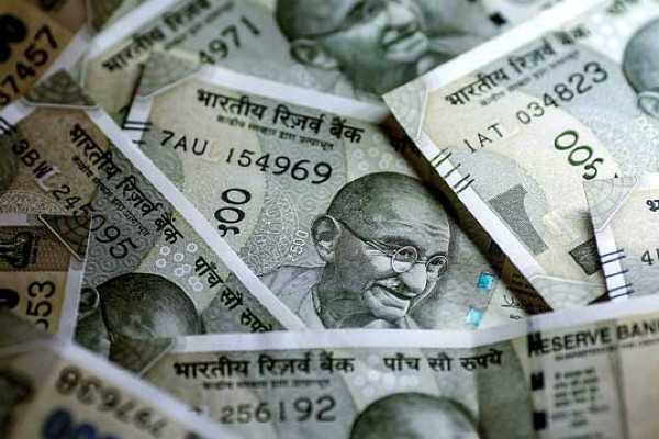 rupee-falls-through-72-for-the-first-time