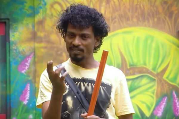 director-naveen-welcomes-sendrayan-after-he-got-evicted-from-bb-house