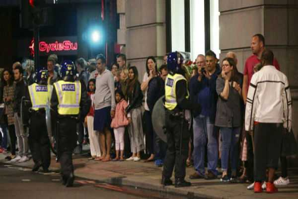 paris-knife-attack-two-british-tourists-among-seven-wounded