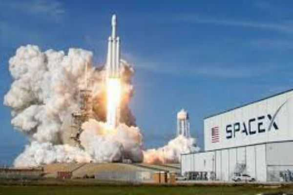 elon-musk-s-spacex-says-it-signed-up-its-first-round-the-moon-tourist