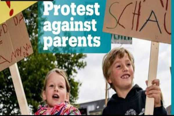 children-protest-parents-excessive-use-of-smartphones-in-germany