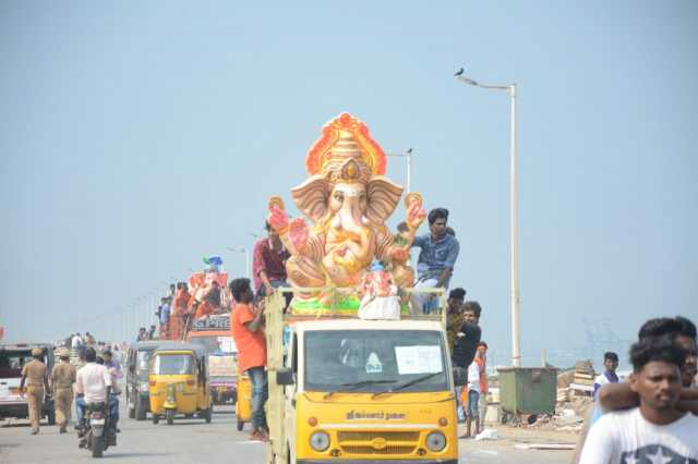 immersion-of-vinayagar-statue-in-sea