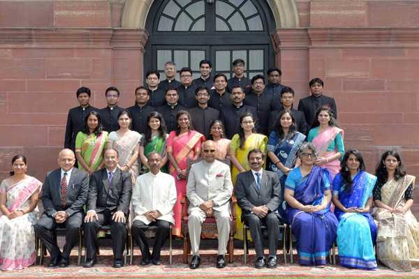 officer-trainees-of-indian-audit-and-accounts-service-indian-trade-service-and-indian-information-service-call-on-the-president