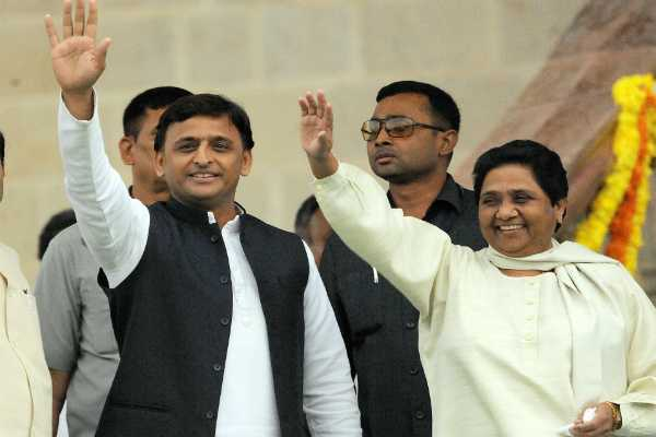 sithapappa-sleeping-akhilesh-mayawati-shocked