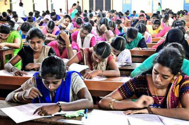 aadhaar-is-not-mandatory-for-neet-cbse-exams-sc