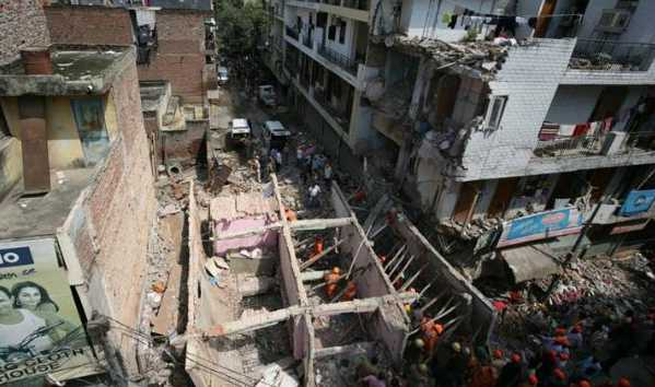 building-collapsed-in-ashok-vihar-delhi-5-dead