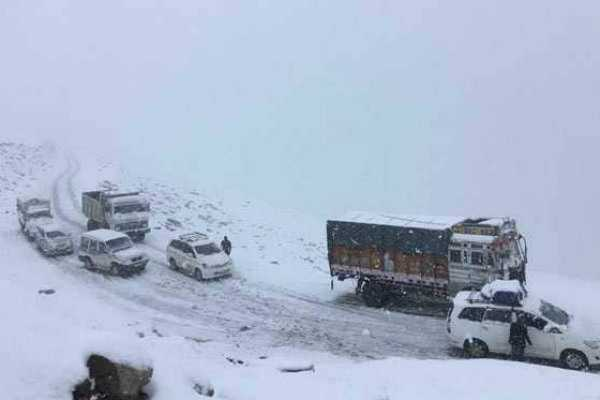 50-iit-students-rescued-from-himachal