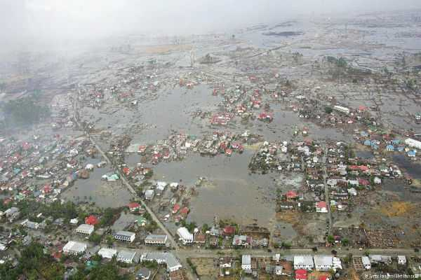 tsunami-in-indonesia-death-toll-at-832-and-expected-to-rise-sharply