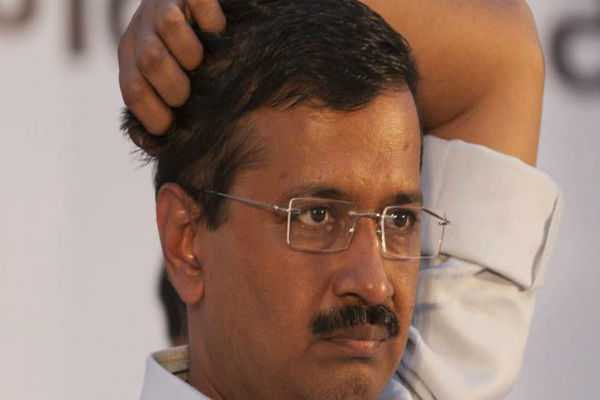 apple-executive-killing-fir-against-arvind-kejriwal-for-promoting-enmity-with-hindu-tweet