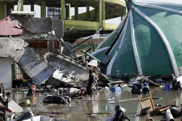 mass-burials-as-death-toll-in-indonesia-quake-tsunami-tops-800